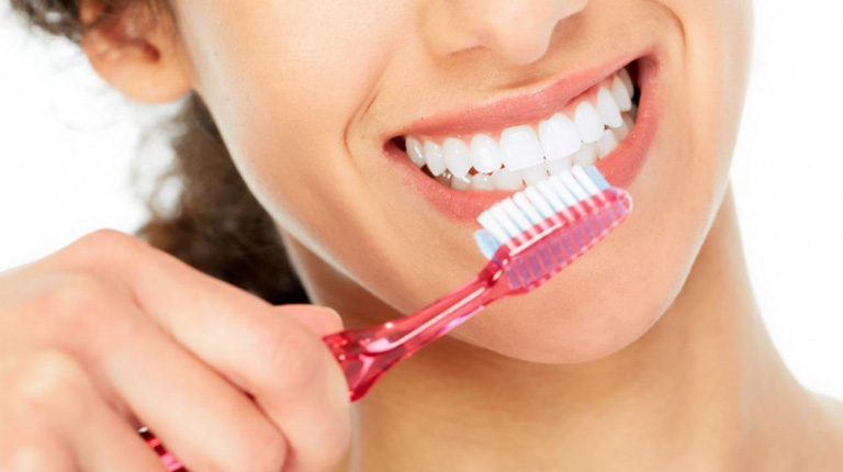 Chú ý giữ gìn vệ sinh răng miệng sạch sẽ để hỗ trợ điều trị và phòng ngừa bệnh