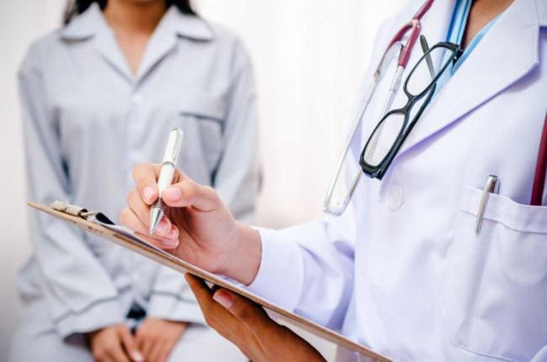 Tiến hành thăm khám chuyên khoa và điều trị đúng cách ngay khi có dấu hiệu của bệnh viêm xoang