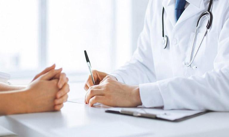 Tiến hành thăm khám chuyên khoa và điều trị nhanh chóng nếu nghi ngờ bản thân bị viêm đa xoang