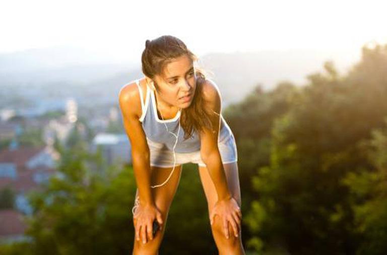 Khi bị đau dạ dày người bệnh không nên tập luyện quá sức để tránh khiến cho cơn đau trở nên tệ hơn