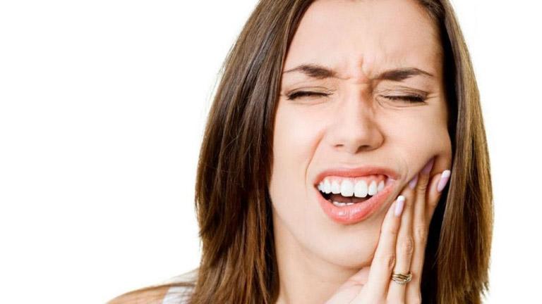 Bị sâu răng mà không tiến hành điều trị cũng là nguyên nhân gây ra bệnh viêm xoang hàm