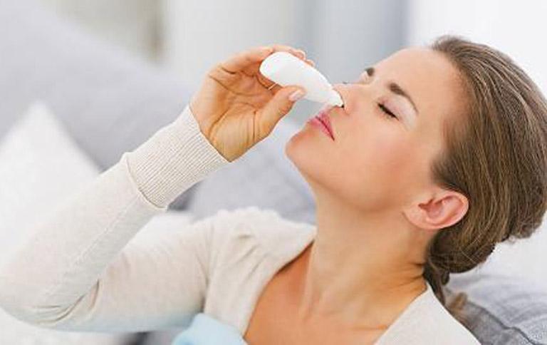 Điều chế cỏ mực thành thuốc nhỏ mũi trị viêm xoang giúp đẩy lùi triệu chứng khó chịu của bệnh