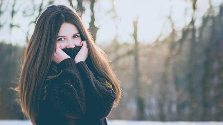 Giữ ấm hệ hô hấp vào những ngày thời tiết chuyển biến lạnh là biện pháp phòng ngừa bệnh viêm xoang mũi