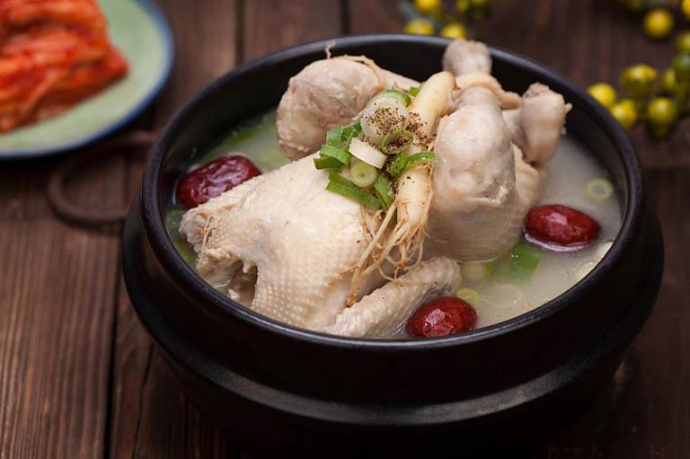Hỗ trợ điều trị các bệnh lý về đường tiêu hoá bằng món thịt ức gà hầm xương cá mực
