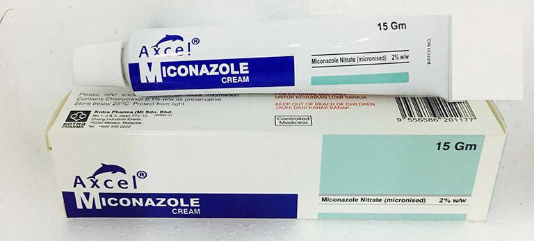 Bôi thuốc Miconazole giúp trị bệnh lác đồng tiền và ngăn ngừa nguy cơ bội nhiễm