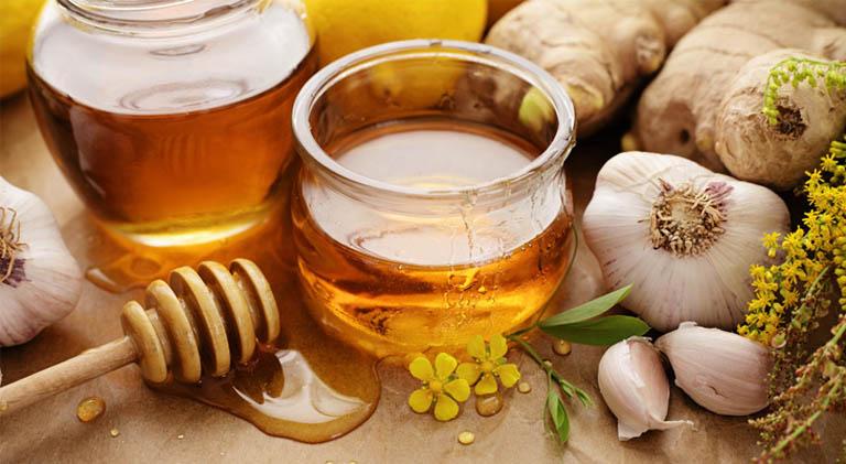 Dùng kết hợp tỏi tươi và mật ong nguyên chất để trị bệnh viêm xoang chảy máu mũi tại nhà