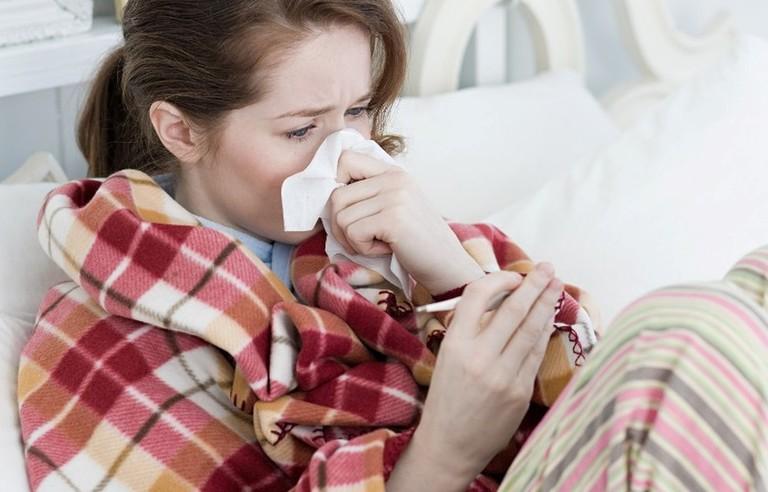 Người bệnh có cảm giác khó chịu khi dịch mũi chảy ra thường xuyên khi bị viêm đa xoang