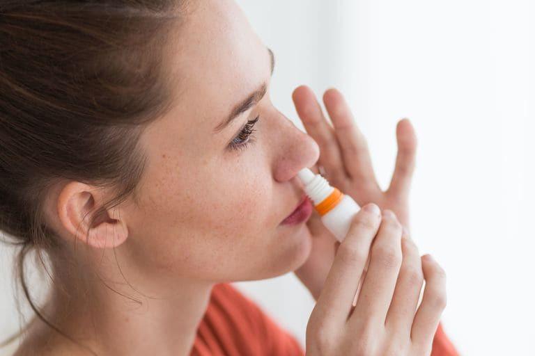 Chú ý vệ sinh mũi họng thường xuyên để làm sạch lớp niêm mạc, ngăn ngừa hiện tượng viêm nhiễm xảy ra