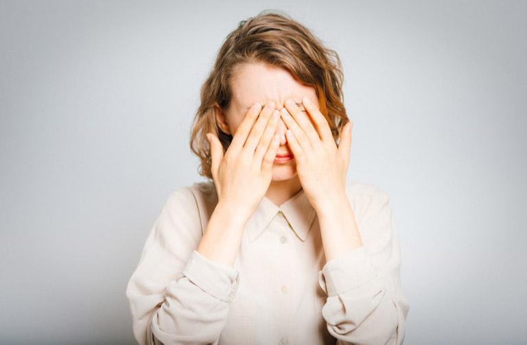 Viêm xoang dị ứng thời tiết nếu không được điều trị sẽ gây ra các biến chứng tại mắt khá nguy hiểm