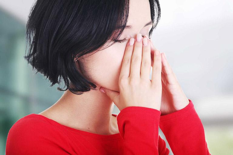 Khó thở là triệu chứng mà hầu hết các bệnh nhân bị viêm xoang đều mắc phải