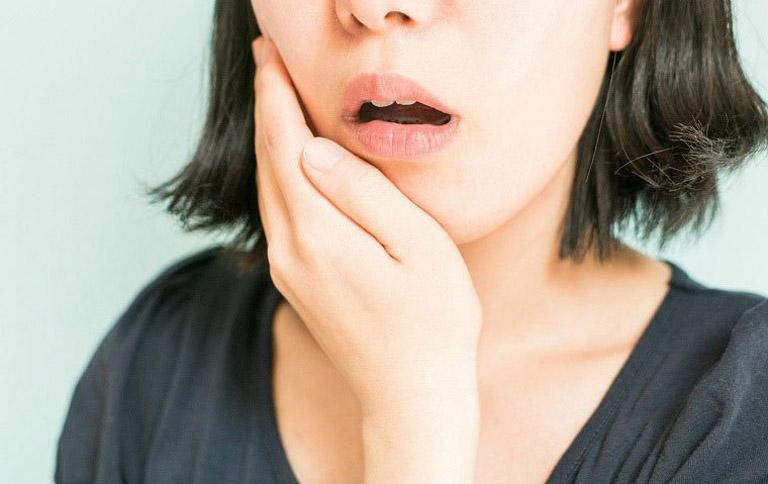 Viêm xoang hàm là tình trạng lớp niêm mạc lót trong xoang hàm bị vi khuẩn tấn công gây viêm nhiễm