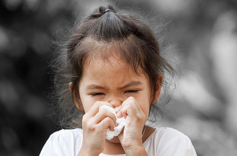 Các triệu chứng của bệnh viêm xoang khiến trẻ em cảm thấy rất khó chịu và ảnh hưởng đến cuộc sống hàng ngày