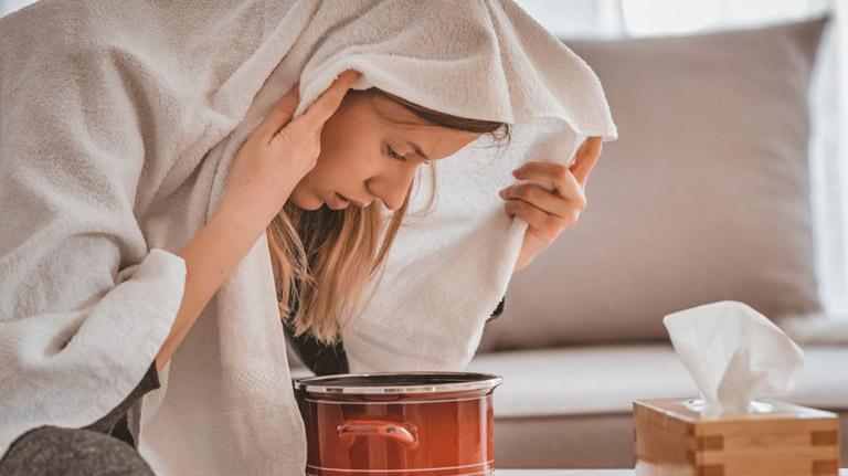 Xông hơi thảo dược là phương pháp điều trị viêm xoang bướm tại nhà có độ an toàn cao và mang lại hiệu quả tốt