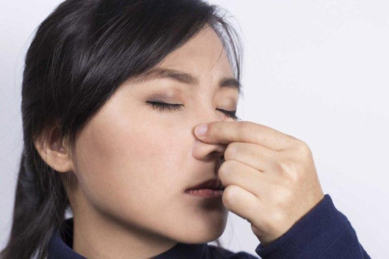 Hướng dẫn cách xử lý khi bị chảy máu mũi do viêm xoang giúp cầm máu