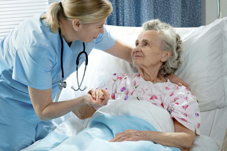 Xuất huyết dạ dày xảy ra ở người già cần được cấp cứu kịp thời để tránh gây nguy hiểm đến tính mạng