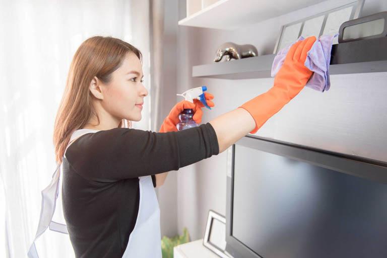 Thường xuyên dọn dẹp nhà cửa giúp loại bỏ các dị nguyên tồn tại trong môi trường sống