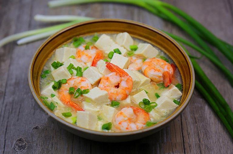 Canh tôm nấu củ cải trắng là món ăn bài thuốc hỗ trợ điều trị viêm xoang tại nhà