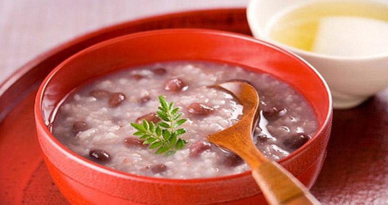 Cháo táo đỏ nấu bắp là món ăn chứa nhiều dưỡng chất tốt cho cơ thể người bị viêm xoang