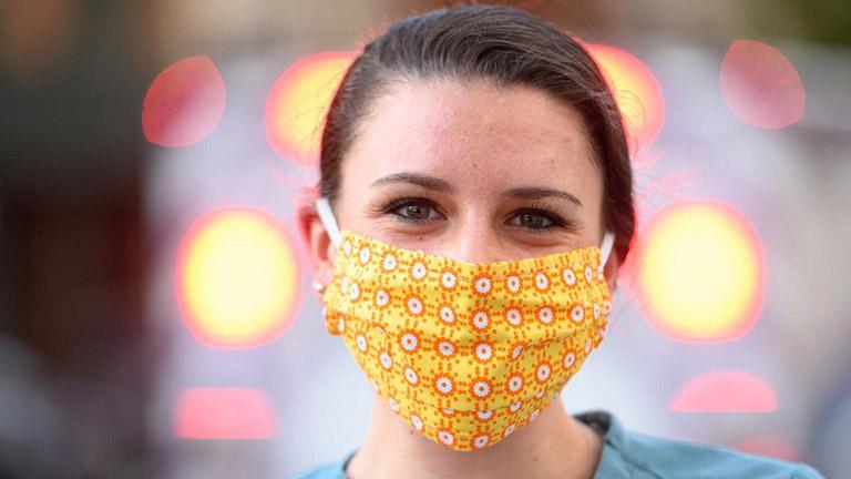 Chú ý đeo khẩu trang giúp bảo vệ hệ hô hấp mỗi khi ra ngoài