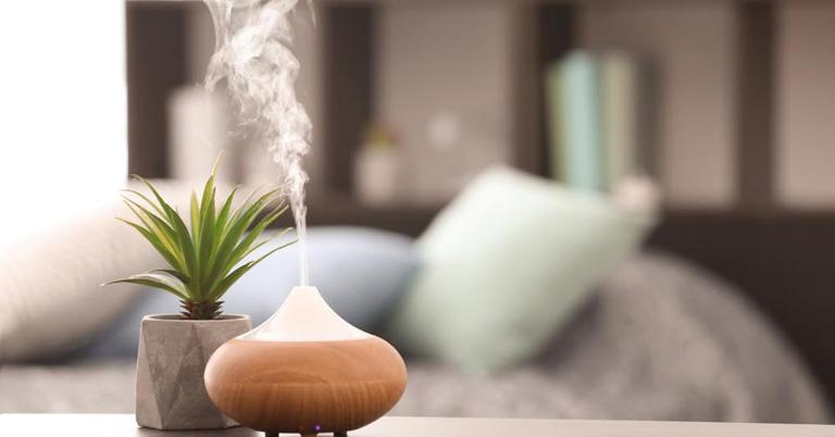 Sử dụng thêm máy cấp ẩm giúp cân bằng ẩm không khí, tránh gây kích ứng đến niêm mạc mũi