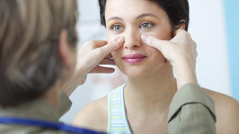 Tiến hành thăm khám chuyên khoa để được hướng dẫn điều trị viêm xoang polyp mũi đúng cách