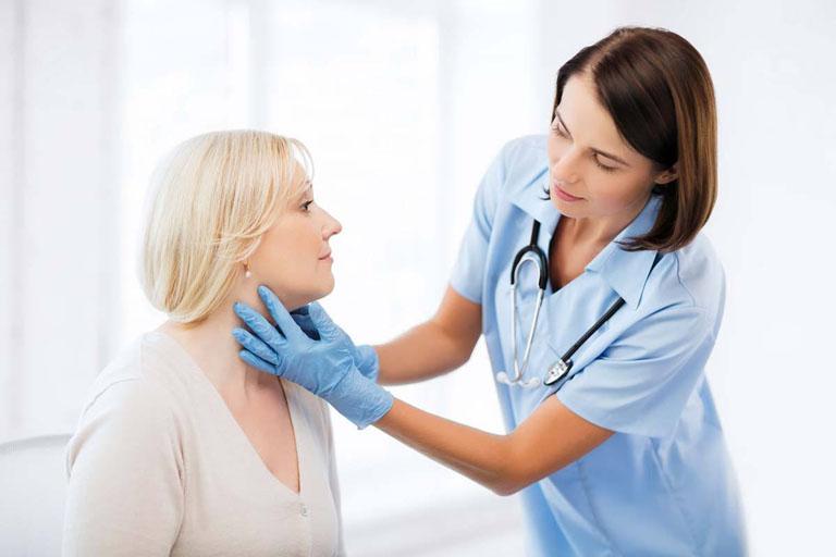 Thăm khám chuyên khoa khi bệnh tiến triển nặng để được hướng dẫn điều trị đúng cách