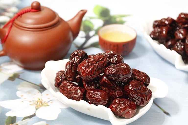 Táo đỏ là thực phẩm có tác dụng bổ phế thích hợp sử dụng cho những người đang mắc bệnh lý về đường hô hấp