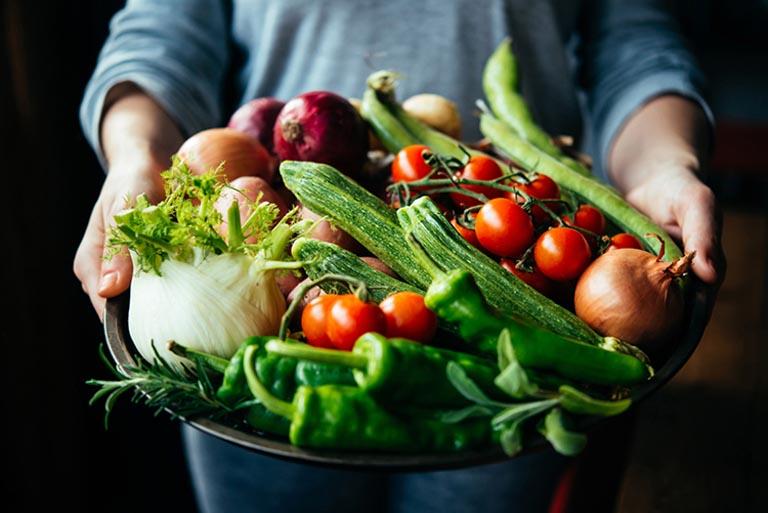 Người bệnh nên ăn nhiều rau củ quả tươi xanh giúp nâng cao sức đề kháng của cơ thể
