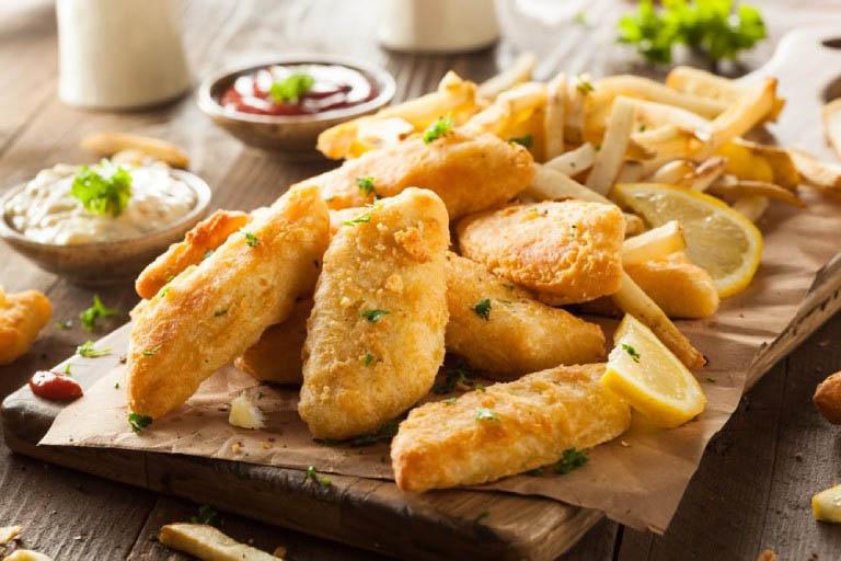 Người bị viêm xoang cần tránh sử dụng các loại đồ ăn chiên xào nhiều dầu mỡ và đồ ăn nhanh