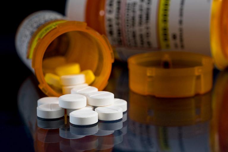 Dùng thuốc trị bệnh trĩ theo chỉ định của bác sĩ chuyên khoa để phòng tránh một số tác dụng phụ không may xảy ra