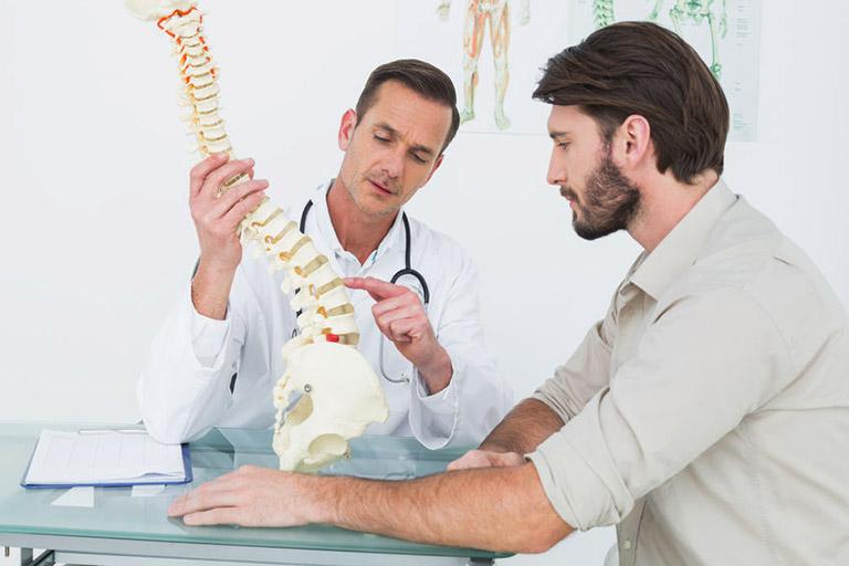 Bệnh nhân bị thoát hóa đĩa đệm cần chủ động thăm khám để có những phương pháp kiểm soát tích cực và ngăn chặn các biến chứng kịp thời