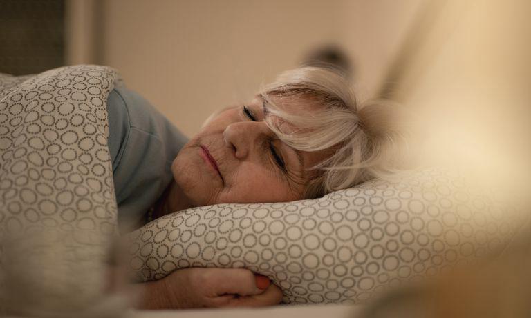 Bệnh nhân bị viêm khớp dạng thấp nên dành thời gian để nghỉ ngơi, thư giãn khi cơn đau nhức xuất hiện
