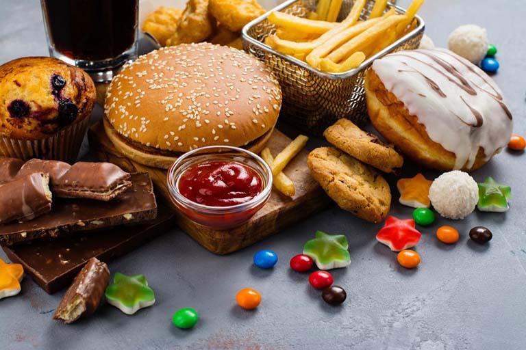 Loại bỏ những thực phẩm không tốt ra khỏi khẩu phần ăn uống hằng ngày nếu không mong muốn bệnh thoái hóa khớp gối trở nên nghiêm trọng