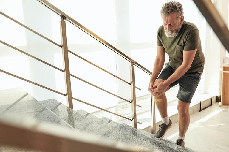 Thoái hóa khớp gối là bệnh xương khớp thường gặp nhiều ở người cao tuổi, người béo phì và có xu hướng trẻ hóa do số lượng người trẻ mắc bệnh ngày càng gia tăng