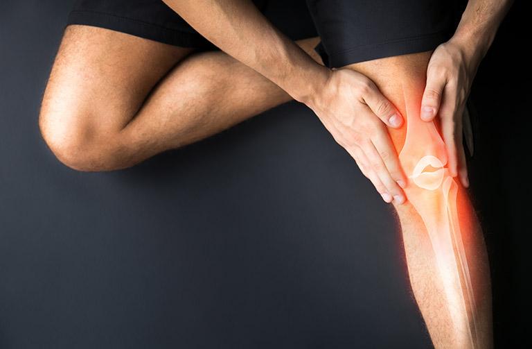 Thoái hóa khớp gối là hậu quả của quá trình sinh học và cơ học làm mất cân bằng giữ quá trình tổng hợp và hủy hoạt sụn và xương dưới sụn