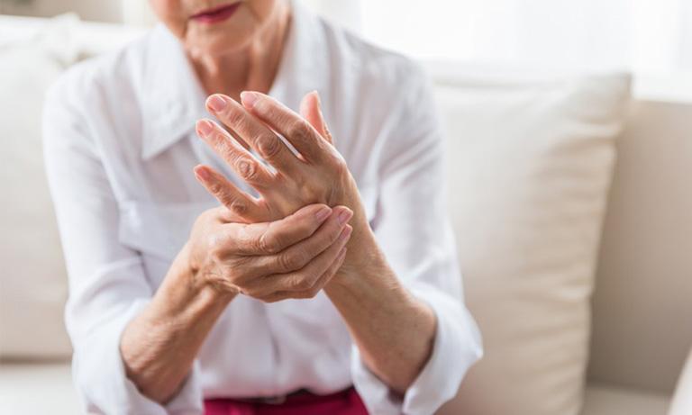 Viêm khớp dạng thấp là bệnh xương khớp mà nhiều người cao tuổi, người béo phì thường mắc phải