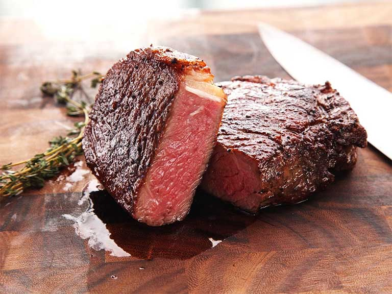 Chất béo bão hòa có trong thịt đỏ có khả năng kích thích phản ứng viêm và dễ làm tăng trọng lượng của cơ thể