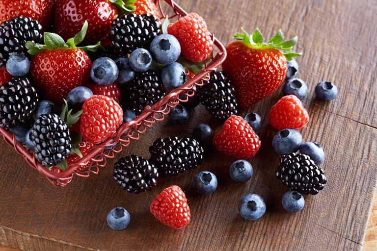 Quả mọng có chứa lượng lớn khoáng chất và vitamin có lợi cho sức khỏe của người bị viêm khớp dạng thấp