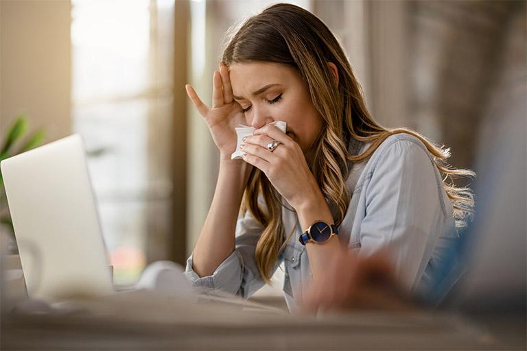 Viêm mũi dị ứng và viêm xoang tuy gần giống nhau về triệu chứng bệnh nhưng khác nhau nhiều về nguyên nhân gây bệnh