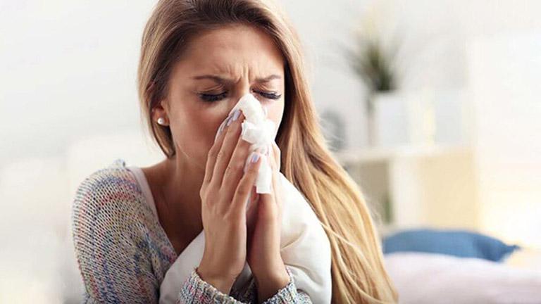 Viêm mũi dị ứng quanh năm khiến người bệnh cảm thấy rất khó chịu