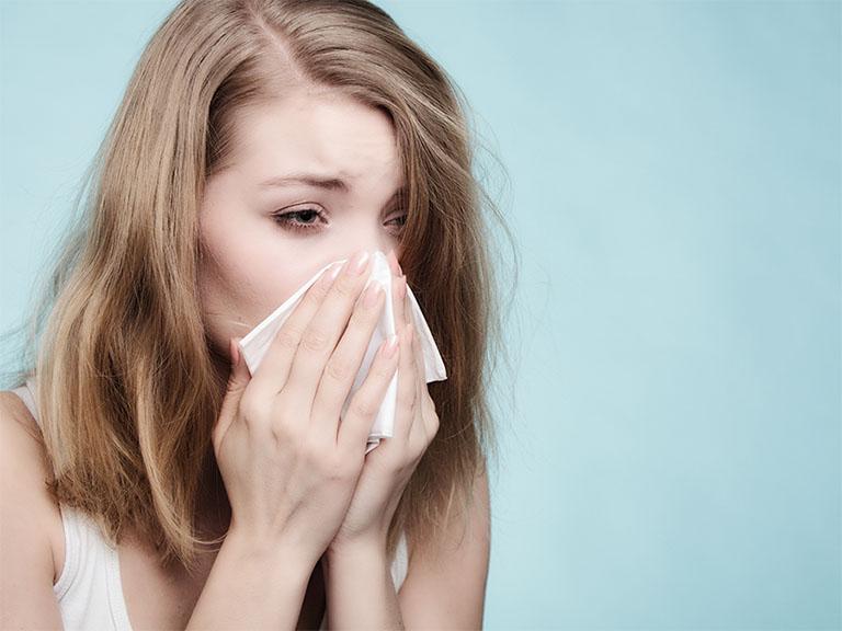 triệu chứng viêm mũi dị ứng theo mùa