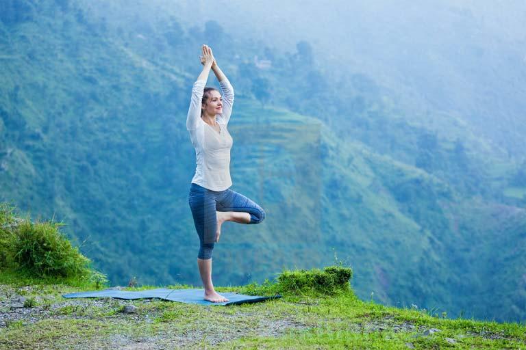 Bài tập yoga Vrikshasana chữa viêm mũi dị ứng