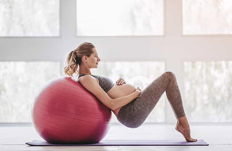 Phụ nữ mang thai cần thận trọng khi lựa chọn tập yoga để trị viêm xoang