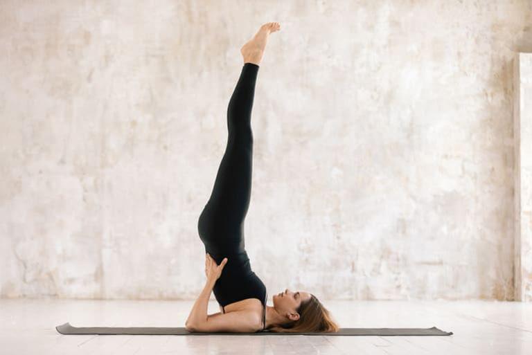 Tư thế Salamba Sarvangasana (All Limbs Pose) đòi hỏi người tập cần có kinh nghiệm trong việc luyện tập bộ môn yoga