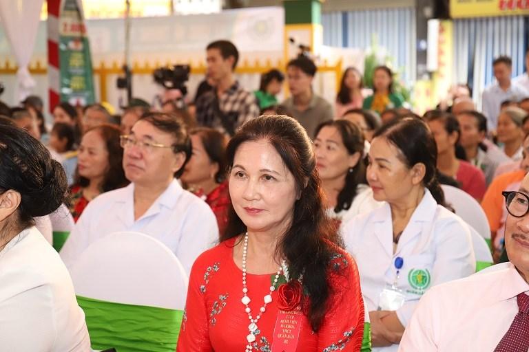 NSƯT Thanh Hiề tham gia buổi công bố thương hiệu Tổ hợp y tế cổ truyền Quân Dân 102 với vai trò bệnh nhân cũ
