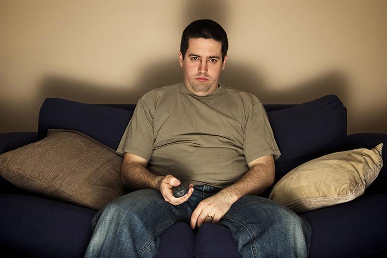 Lười vận động, tăng cân nhiều, ăn uống thiếu chất xơ là những nguyên nhân điển hình gây ra bệnh trĩ