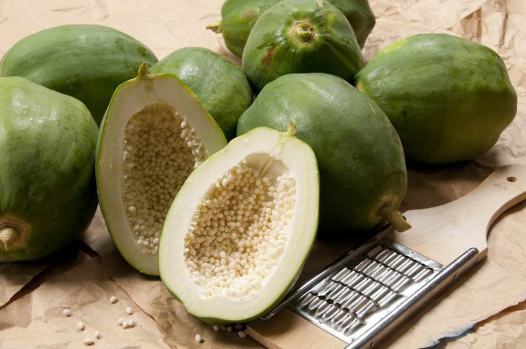 Tận dụng quả đu đủ xanh ngay trong vườn nhà để cải thiện triệu chứng của bệnh