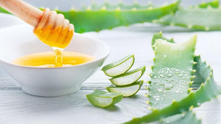 Cải thiện các triệu chứng của bệnh viêm đại tràng bằng cách uống hỗn hợp nha đam mật ong