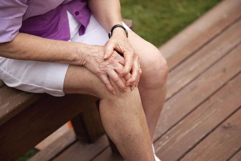 Khả năng vận động của người bệnh suy giảm và ảnh hưởng đến sinh hoạt hàng ngày