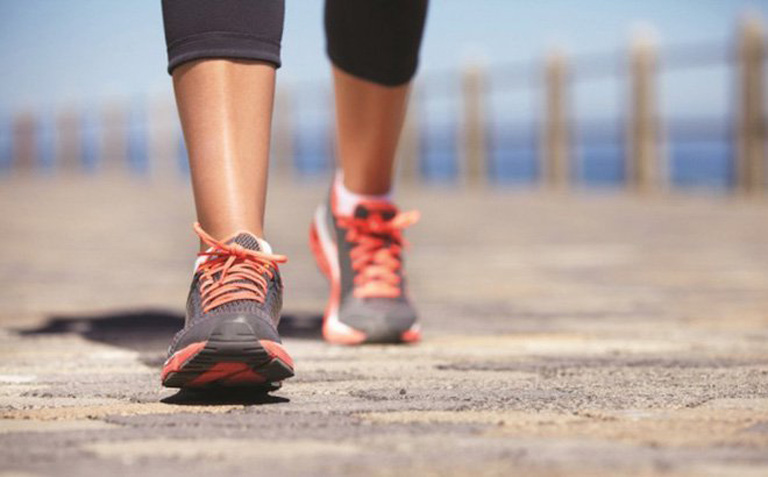 Nên duy trì thói quen đi bộ mỗi ngày giúp phòng ngừa bệnh trĩ nói chung và sa búi trĩ nói riêng